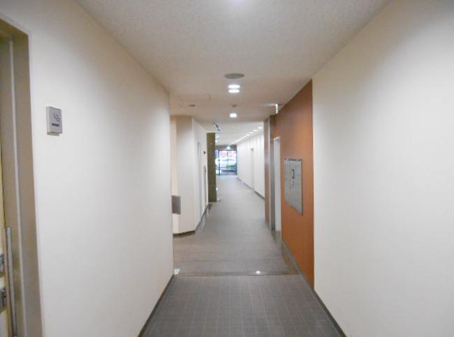 ESビル 廊下